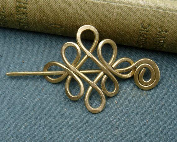 Poco celta bucle cruzado nudos chal Pin, Pin de bufanda, suéter broche - latón - nudo celta Joyeria - Pin de chal de encaje, accesorios de moda