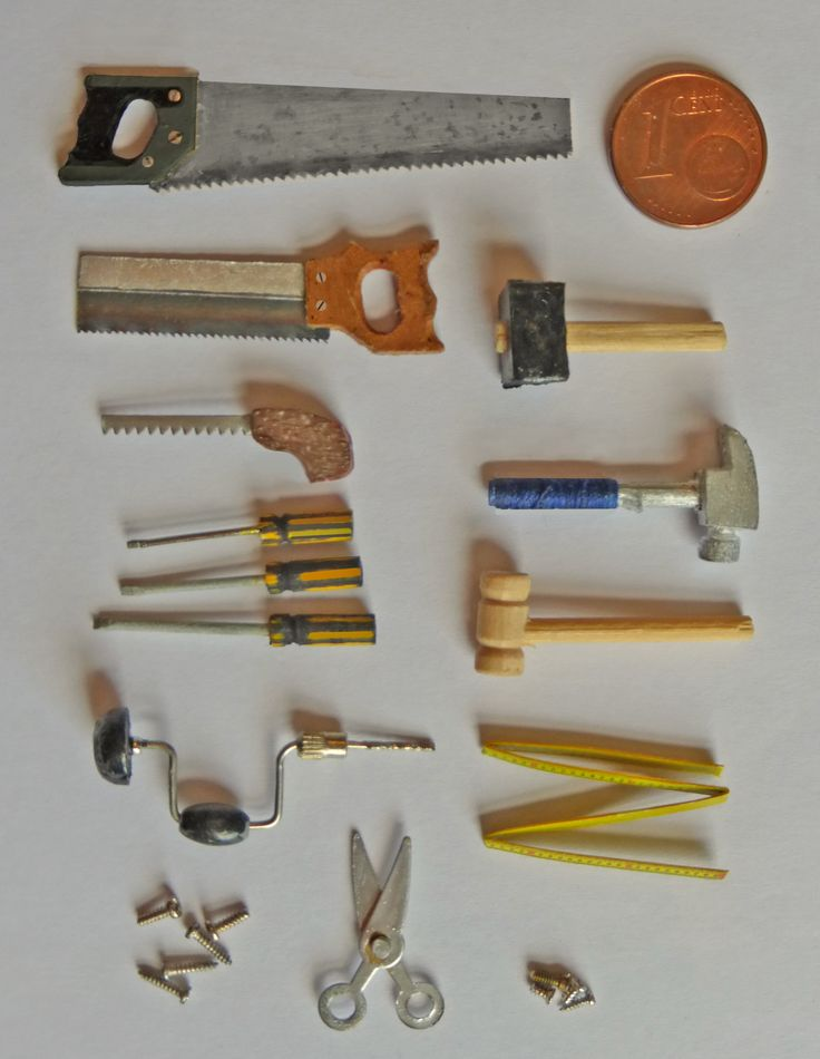 Tools for the toolbox that I also made. Only the siccors and the wooden hammer are commercially bought, the rest is made from scratch.