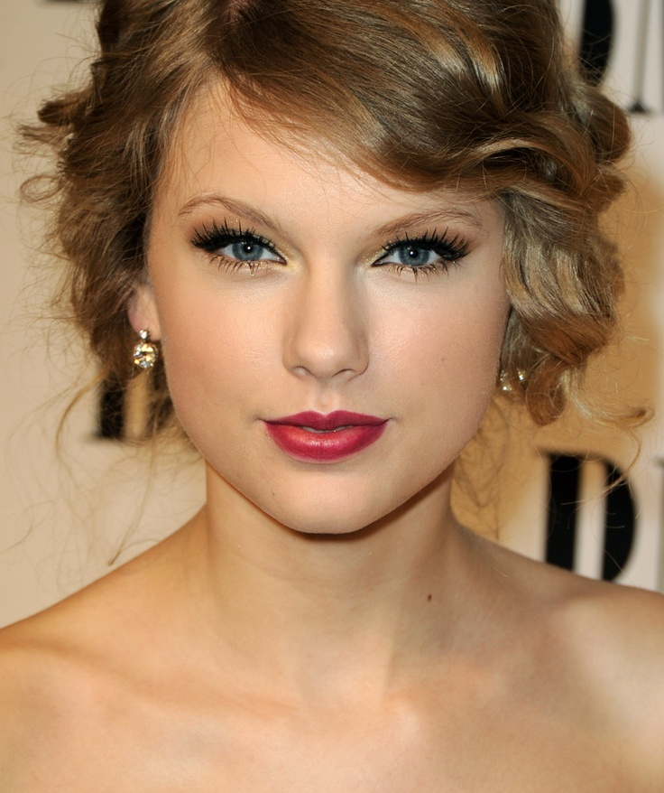 Taylor Swift Photos: 58th Annual BMI Pop Awards - Arrivals