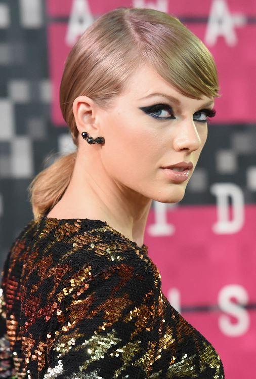 A evolução de beleza da Taylor Swift em 20 fotos