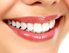 Weiße Zähne mit Kokosöl
