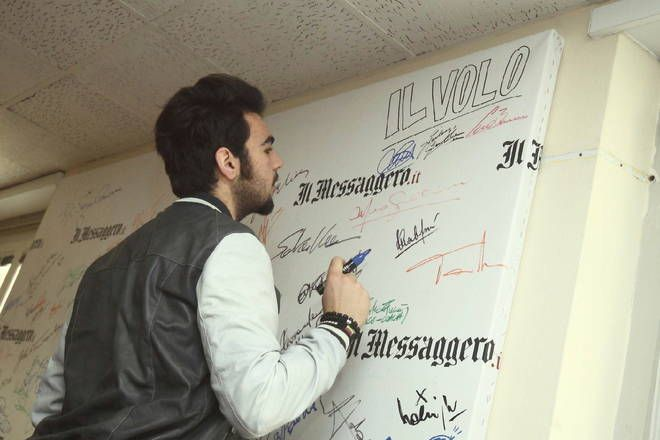 Ignazio signing autograph for the Messengers