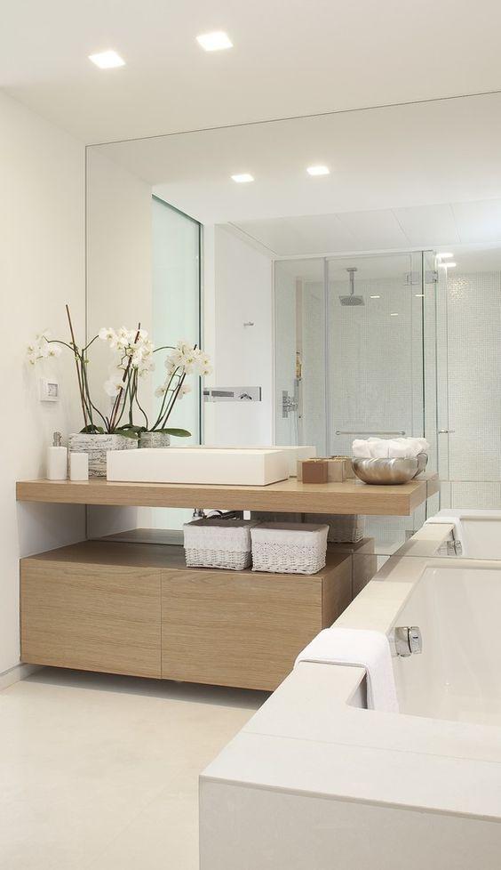 Siempre se puede aportar el toque de calidez de la madera gracias a los muebles de baño #MaderaEnElBaño