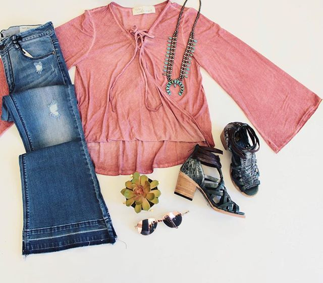 """""""But these rose colored glasses That I'm looking through Show only the beauty 'Cause they hide all the truth""""- John Conlee CLICK THE LINK IN OUR INSTA BIO for direct purchase! Rose Lace Up Top $50 Sky High Flare Jeans $68 ( BEST SELLERS) Natural Squash Necklace $40 Rose Aviators $15 Penny by FREEBIRD $225 All items are available on our website www.southerntrends4u.com"""