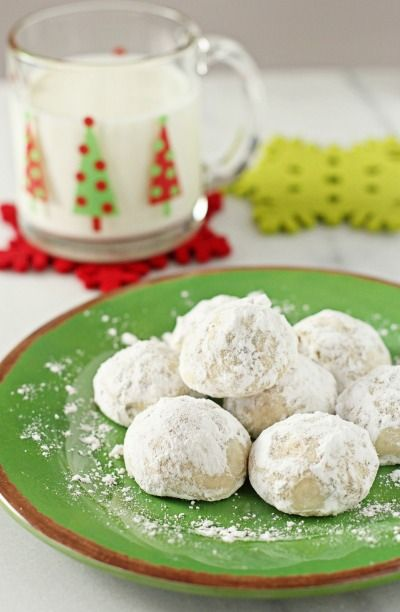 Snowball cookies are a Christmas classic, and we would be remiss in not including them in this round-up. Give your friends and loved ones what they want this year — these chocolate chip treats from Cookie Monster Cooking.   Image: Cookie Monster Cooking