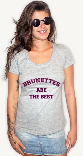 "Camiseta ""Brunettes are the best"" // Pegue a sua: http://bit.ly/1u4bkbv #brunettes #thebest #morenas #darkhair #fashion #woman #tshirt"