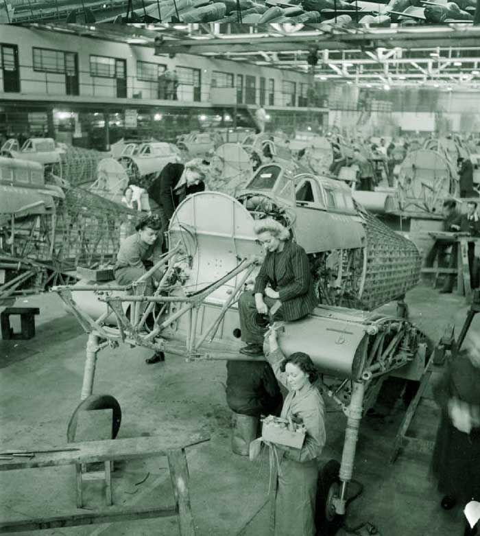 Employees, Winnie Bennett, Dolly Bennett, Florence Simpson and a colleague at work on