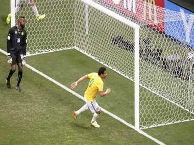 वाह..मूछों ने दिखाया जलवा, एक डूबता सितारा फिर चमका http://www.jagran.com/news/sports-moustache-helps-fred-score-11421760.html #FIFAworldcup2014   #BrazilvsCameroon