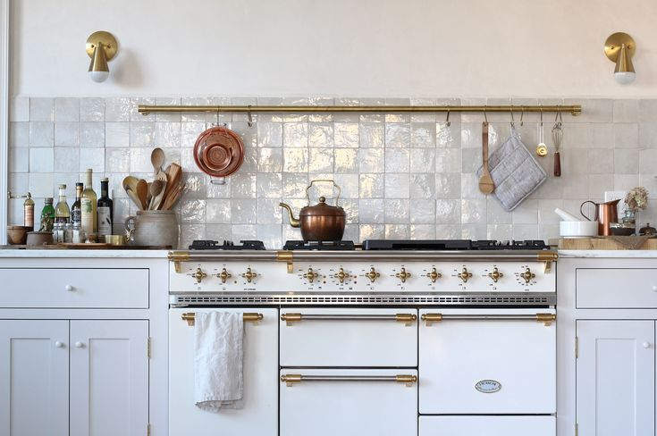 House rehabbers Jersey Ice Cream Co. injected a sense of history and soul to a recently built Maine house. And installed a glam eat-in kitchen.