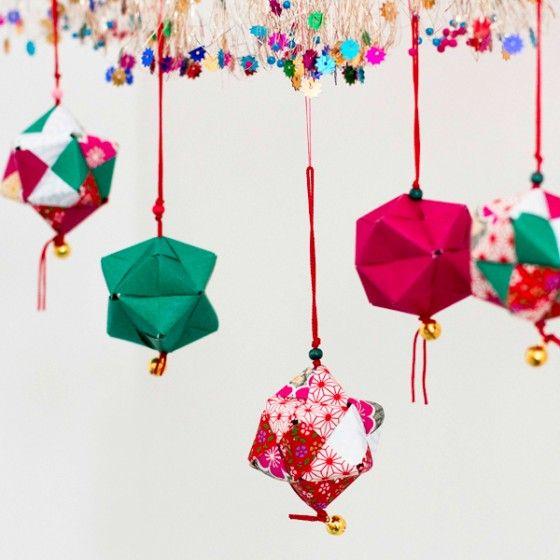 Atelier origami , boules de papier suspendues