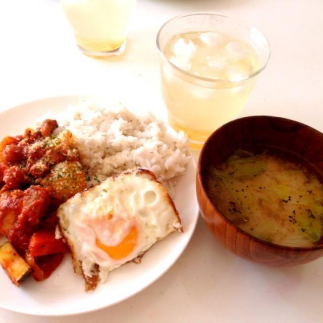 昨日の残り物で朝ごはん!メキシカントマト煮とレタスの味噌汁 - 9件のもぐもぐ - ボリューム満点残り物朝ごはん! by 4M1