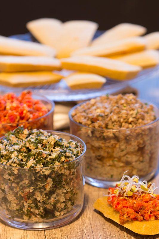 Apéritif : canapés de pois chiche, tartare d'algues, pâté de champignons et crème de poivrons {Noël 2015}