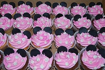 Minnie Mouse Cup Cakes Idea- use white chocolate chips (upside down) as the dots, mini oreos for ears, pink, strawberry frosting  so so so so CUTEE!!!