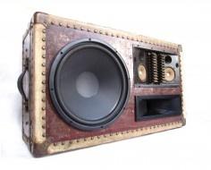 VINTAGE SUITCASES REPURPOSED AS BOOM BOXES [PICS]Old Trunks, Vintage Suitcases, Vintage Trunks, Portable Parties, Vintage Wardrobe, Suitcas Speakers, Boombox Boomca, Boom Boxes, Diy