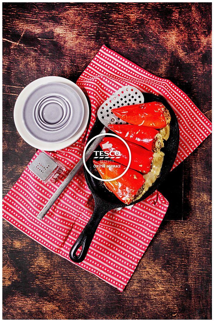 Plněné papriky zapečené se sýrem bylinkami a houbami  http://www.tescorecepty.cz/recepty/detail/40-plnene-papriky-zapecene-se-syrem-bylinkami-a-houbami