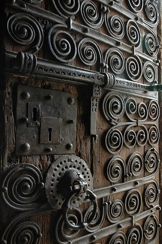 spectacular front door. Gates, doors and window coverings are a work of metal art in El Salvador. Entire photographic books of art are available to view their talents.
