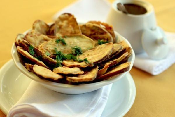 Aprenda a preparar jiló frito com esta excelente e fácil receita. O jiló frito é um fruto muito famoso pelo seu gosto amargo. É rico em vitaminas e minerais como...