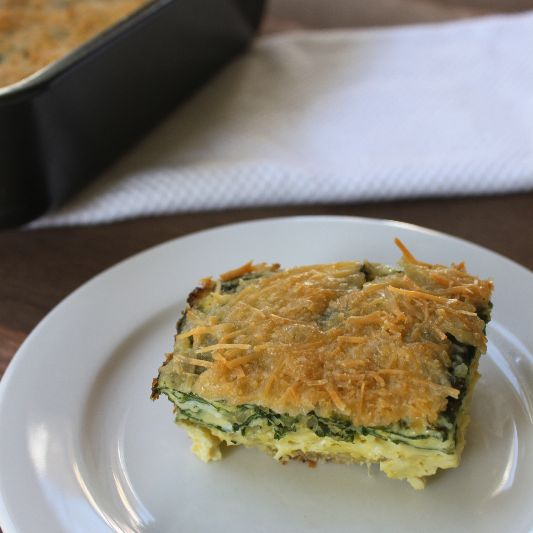 Quinoa Egg Bake: recipe makes enough for a whole week of breakfast at less than 250 calories per serving with 18g of protein.