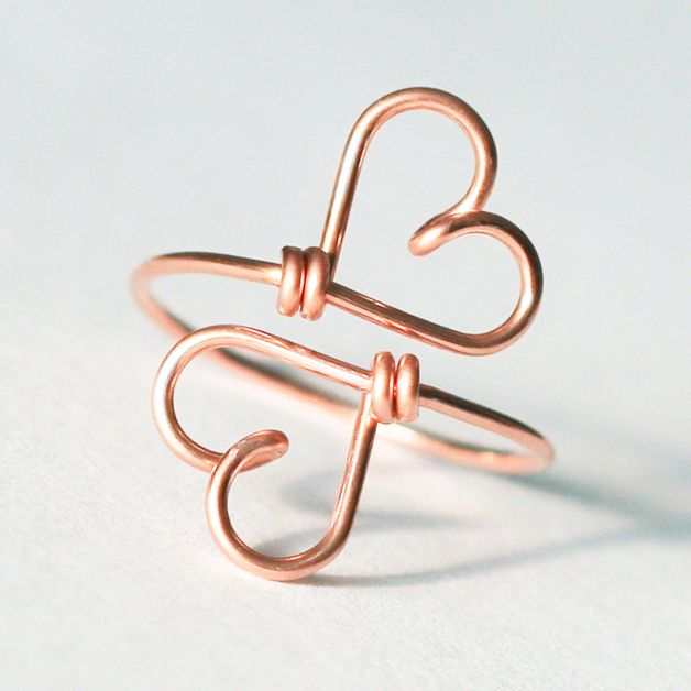 Geschenk für Mamas: Filigraner Doppelherz Ring aus stabilem goldfilled Draht/ goldfilled double heart ring for your mother made by Kizzu via DaWanda.com