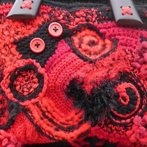 Červeno-čierna freeformka