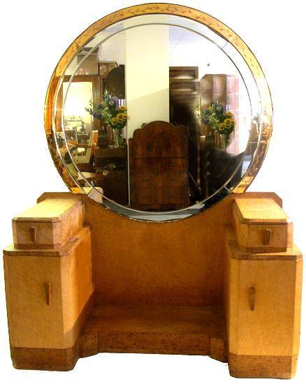 1930's Art Deco birds eye maple blonde dressing table. The main body of the dresser is veneered in
