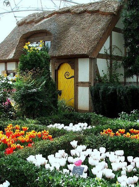 The English cottage garden exhibit at Ginter Botanical Garden in Richmond, Virginia • photo: Sherry @ No Minimalist Here