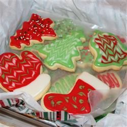 Sugar Cookie Icing Recipe.  If you are looking for the perfect icing, look no further until you have tried this one.  A double recipe iced my large batch of cookies.