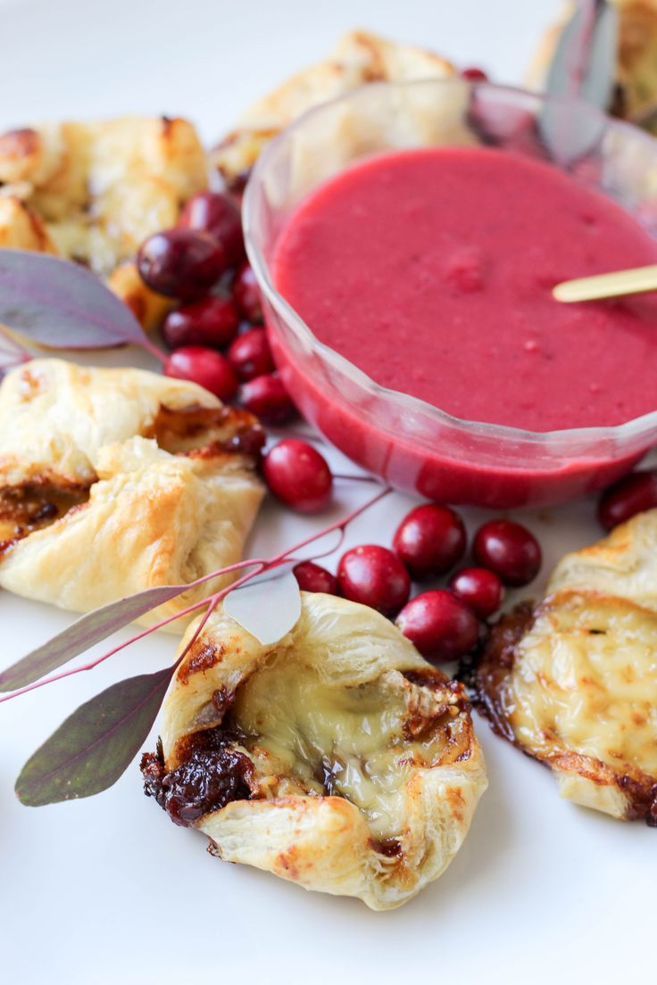 Hf ideas parrillas y asados - Mini Baked Brie Appetizers With Cranberry Mustard Sauce
