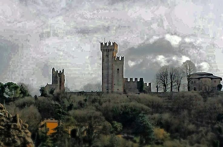 https://flic.kr/p/DAsUgA | Castello di Valeggio sul Mincio - Italia | Castello Scaligero presso la località il Borghetto di Valeggio sul Mincio ( Verona - Italia ) Il castello scaligero di Valeggio sul Mincio è un castello di origine medievale situato lungo le rive del fiume Mincio, nella cittadina di Valeggio sul Mincio. il Castello Scaligero è stato edificato a partire dal XIII secolo dagli Scaligeri e nei secoli successivi è stato sottoposto a numerosi rifacimenti, che non hanno pe...