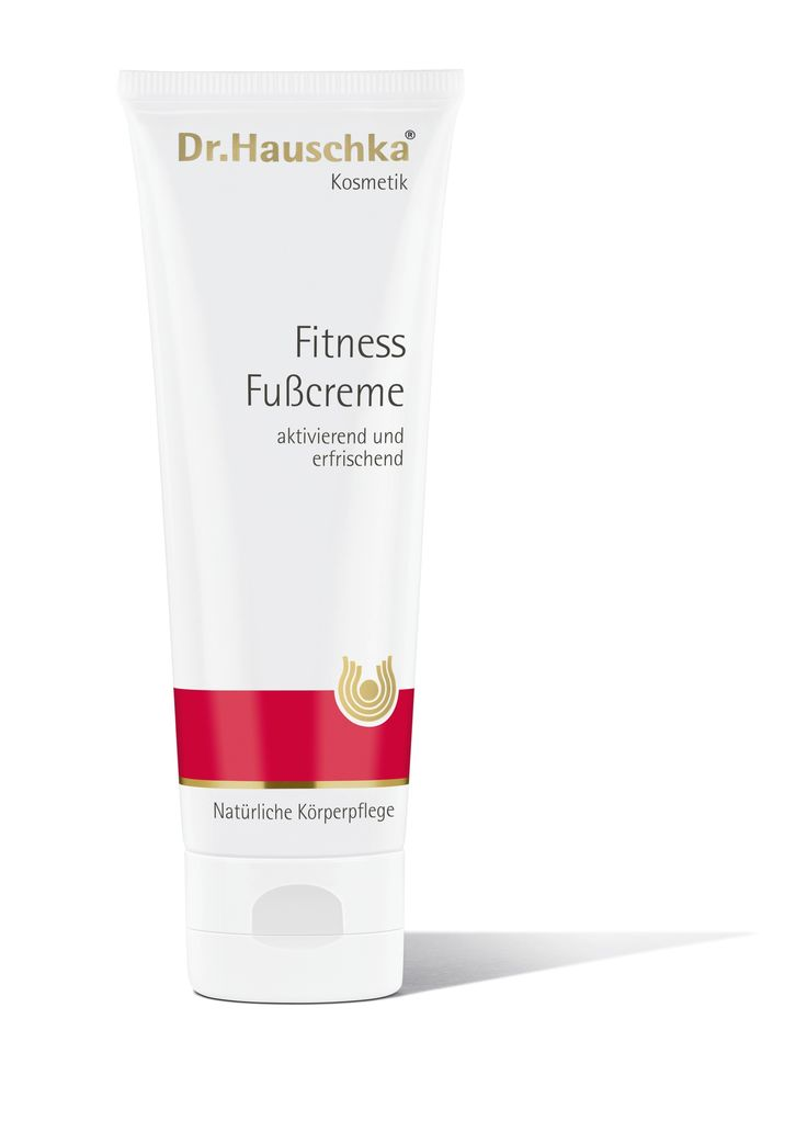 Whether at work, during sport or in your free time, Fitness Foot Balm (old design) is ideal for daily foot care and an invigorating foot massage. The creamy constistency absorbs quickly to offer intensive care and moisture, especially for dry feet.