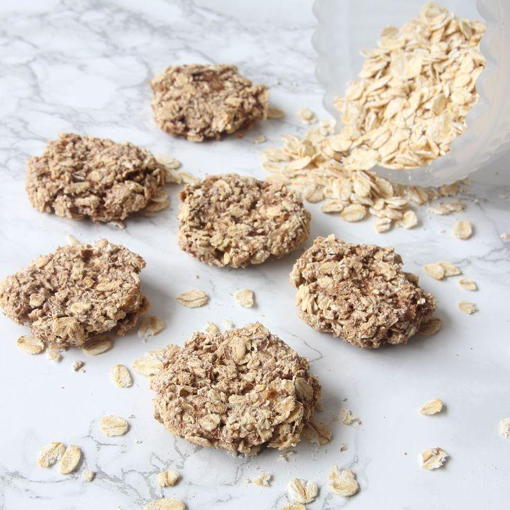 Nyttiga havrekakor utan mjöl, socker eller smör som är segmjuka inuti och knapriga på ytan.