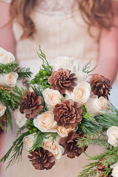 A gorgeous DIY pinecone bouquet