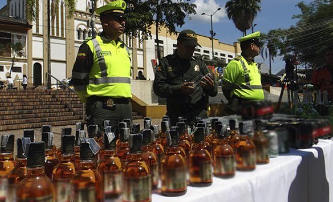 en el meta la policia nacional incauto 382 botellas de licor de contrabando y adulterado