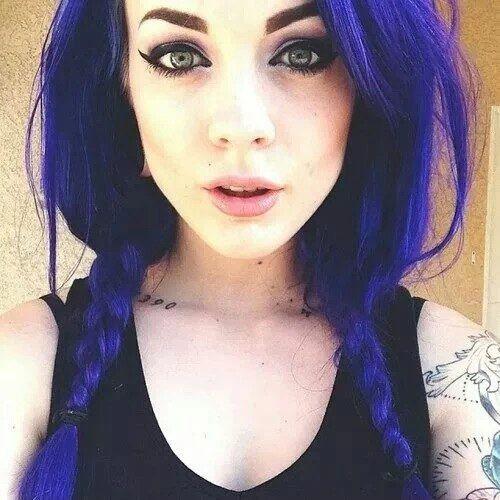 Чёрный цвет волос с синим отливом