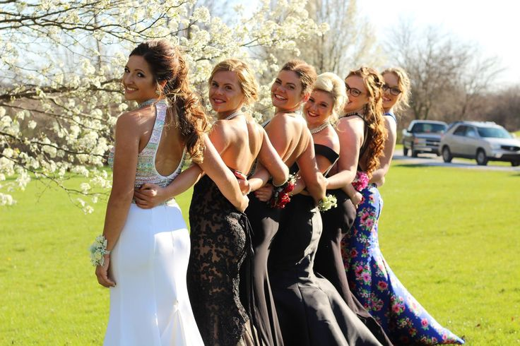 Prom picture ideas, prom poses, prom, friend prom pictures, prom hair, prom makeup, prom dresses