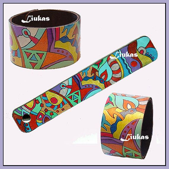 hand-painted leather cuffLeather Crafts, Cuero Repujado, Jewelry Leather, Hands Painting Leather, Pulseras Cuero, Leather Lore, Leather Cuffs, Cuff Bracelets, Leather Bracelets