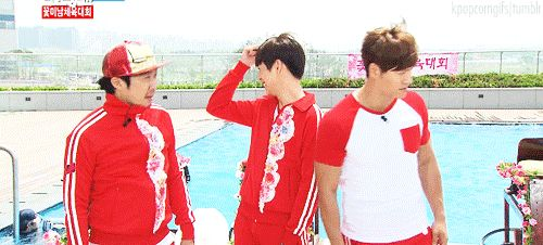 Pinning this for Haha's raised fist behind Jong Kook's back, and for Lee Hyun Woo's cute laugh ha, GIF