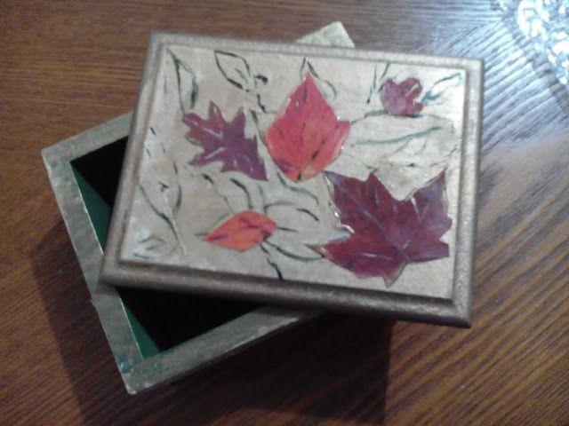Cofre decorado en decoupage con hojas otoñales