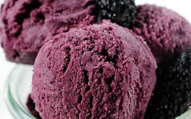 Ev yapımı karadutlu dondurma yapımı