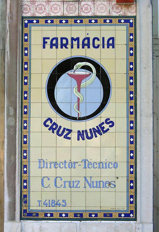 Jorge Colaço | Lisboa | Praça do Saldanha | Farmácia / Pharmacy Cruz Nunes | c. 1909 #Azulejo #Lisboa #JorgeColaço
