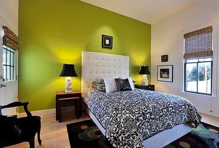 Kamar tidur dengan sentuhan hijau, putih dan hitam yang bersih serta indah.