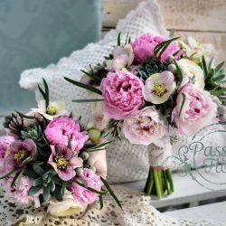Bukiet ślubny z ciemiernikiem i jaskrami komplet