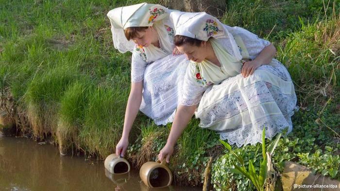 Ein altes Symbol des Lebens: Osterwasser