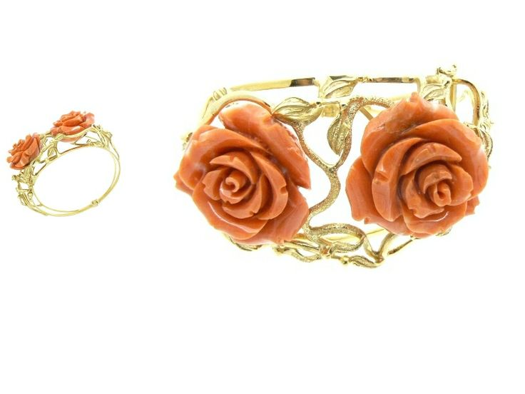 Bracelet with two coral roses Gold 18 kt Total grams 76 Diameter of roses cm 3 circa -  Dogale Jewellery Venice Italia www.veneziagioielli.com