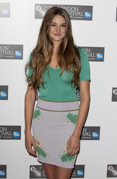 """Shailene Woodley Photos - Shailene Woodley attends """"The Descendants"""" premiere during the 55th BFI London Film Festival at Odeon Leicester Square on October 20, 2011 in London, England. - The Descendants - Premiere:55th BFI London Film Festival"""