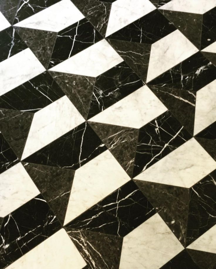 Black and white marble floor @casadopassadico