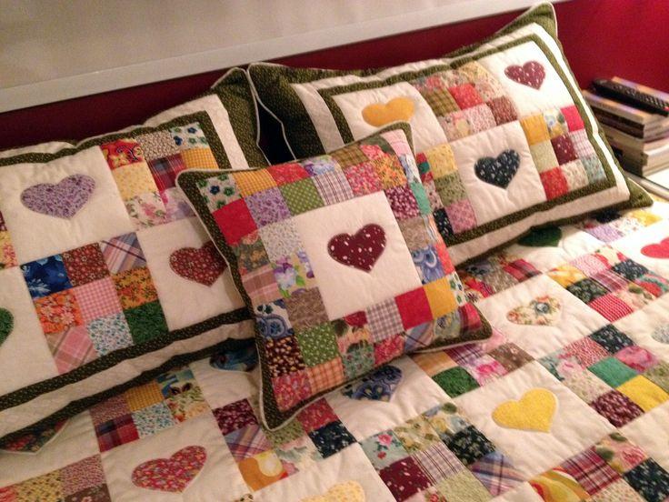 Colcha em patch 9 blocos e corações    Pode ser feita em qualquer tamanho e cartela de cores  Solteiro: 650,00  Casal: 950,00  Queen: 1.050,00  King: 1.250,00
