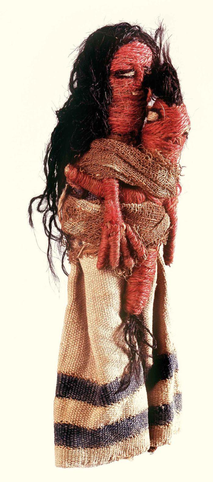 Museo Chileno de Arte Precolombino » Figura femenina con ave