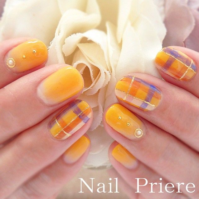 カジュアルに決まりそうなイエローオレンジのチェック柄☆ ネイビーの花嫁衣装に合うネイルまとめ。ウェディングドレス・カラードレス・色打掛に合うネイル一覧。