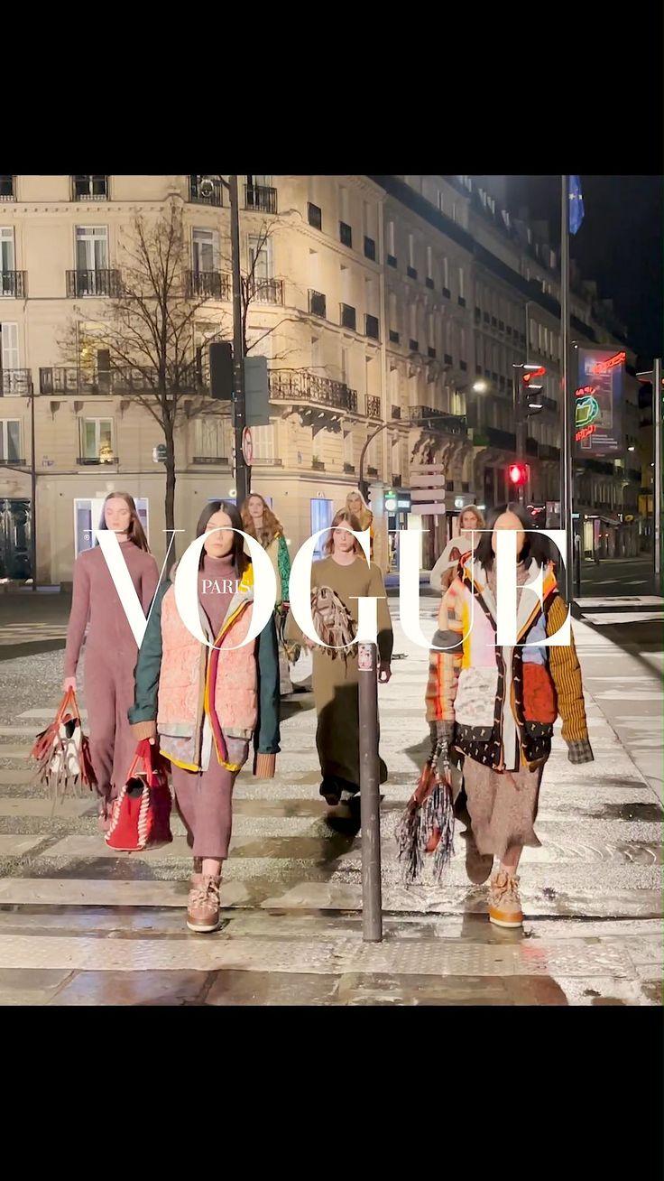 Nommée directrice artistique de la maison Chloé au mois de décembre dernier, la créatrice américaine Gabriela Hearst révèle aujourd'hui sa première collection. Une succession de pièces en maille recyclée et patchwork coloré, qui marque un parti-pris pour une mode aussi responsable que luxueuse. Nyc Fashion, Fashion Week, Luxury Fashion, Fashion Trends, Succession, Peau Lainee, French Lifestyle, Vogue, Paris Mode